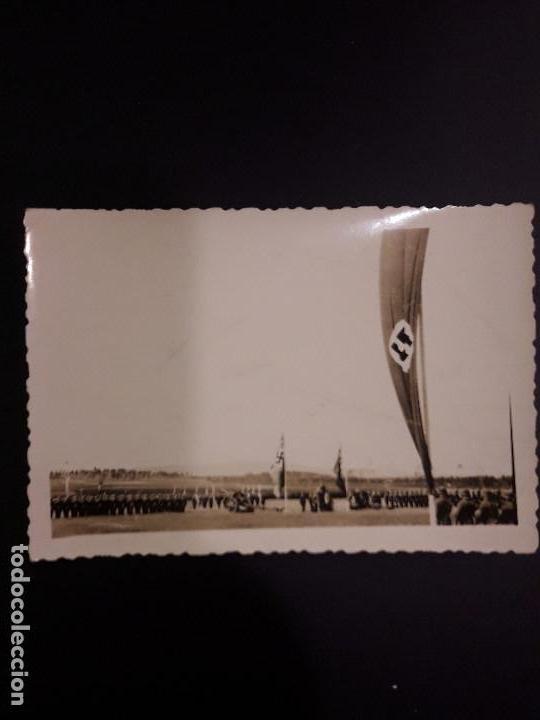 FOTOGRAFÍA DE LA DIVISIÓN AZUL EN RUSIA. CAMINO A L- FOTO CON SOLDADOS,CAÑONES Y BANDERAS ESVASTICAS (Militar - Fotografía Militar - II Guerra Mundial)