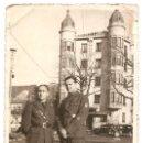Militaria: DOS MILITARES ESPAÑOLES FRENTE AL HOTEL MARIA ISABEL EN BURGOS - FECHADO FEBRERO 1938 - ORIGINAL. Lote 164620218