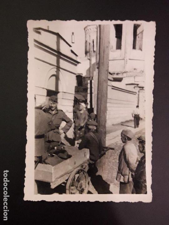 FOTOGRAFÍA DE LA DIVISIÓN AZUL EN RUSIA. CAMINO A LENINGRADO- FOTO SOLDADOS Y NIÑOS (Militar - Fotografía Militar - II Guerra Mundial)