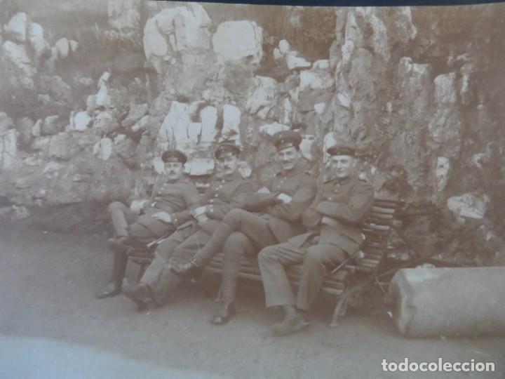4 SOLDADOS IMPERIALES ALEMANES SENTADOS EN UN BANCO. II REICH. AÑOS 1914-18 (Militar - Fotografía Militar - I Guerra Mundial)