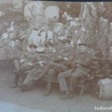 Militaria: 4 SOLDADOS IMPERIALES ALEMANES SENTADOS EN UN BANCO. II REICH. AÑOS 1914-18. Lote 165616930