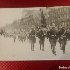 Militaria: POSTAL FORMATO POSTAL, DESFILE MILITAR EN BARCELONA. FOTO MATEO BARCELONA. . Lote 165739966
