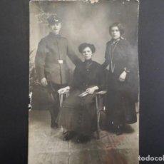 Militaria: SOLDADO IMPERIAL CON SU FAMILIA POSANDO EN ESTUDIO EN BERLIN. II REICH. AÑOS 1914-18. Lote 165765530