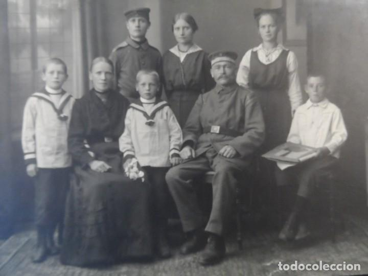 SOLDADOS IMPERIALES ALEMANES CON FAMILIA AL POSANDO EN REUTLINGEN BADEN-WURTEMBERG. AÑOS 1914-18 (Militar - Fotografía Militar - I Guerra Mundial)