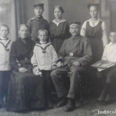 Militaria: SOLDADOS IMPERIALES ALEMANES CON FAMILIA AL POSANDO EN REUTLINGEN BADEN-WURTEMBERG. AÑOS 1914-18. Lote 165770770