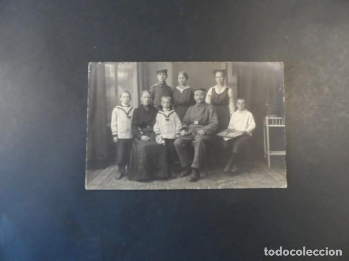 Militaria: SOLDADOS IMPERIALES ALEMANES CON FAMILIA AL POSANDO EN REUTLINGEN BADEN-WURTEMBERG. AÑOS 1914-18 - Foto 2 - 165770770