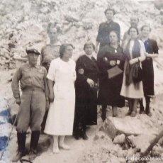 Militaria: FOTO FRENTE DE ZARAGOZA, GUERRA CIVIL. MILITARES, ENFERMERA Y CIVILES EN UN LUGAR BOMBARDEADO.. Lote 166167278