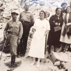Militaria: FOTO FRENTE DE ZARAGOZA, GUERRA CIVIL. MILITARES, ENFERMERA Y CIVILES EN UN LUGAR BOMBARDEADO.. Lote 166167414