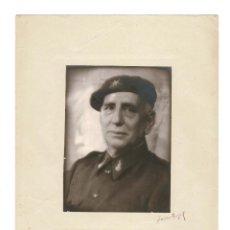 Militaria: FOTOGRAFÍA DEL GENERAL LÓPEZ PINTO. FRIMA ORIGINAL DE ANGEL JALÓN. 33 X 23.CON PASPARTU. Lote 166423966