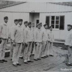 Militaria: SOLDADOS DE LA WEHRMACHT FORMADOS EN PIJAMA. HOSPITAL DE MUNICH AÑO 1939. Lote 167027984