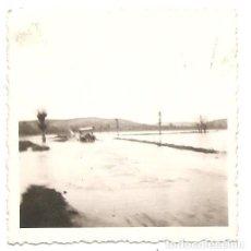 Militaria: FOTOGRAFÍA DE UN CAMINO INUNDADO EN DIRECCIÓN A RABÉ DE LA CLAZADA (BURGOS) DICIEMBRE 1937 ORIGINAL. Lote 167540076