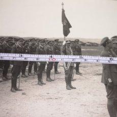 Militaria: FOTOGRAFÍA DE PILOTOS DE AVIACIÓN ESPAÑOLA EN ÁFRICA, AÑOS 20, MEDIDAS 17 CM X 11,5 CM. Lote 167675933