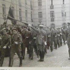 Militaria: FOTOGRAFÍA DESFILE MILITAR 12X9 CMS.. Lote 167791064
