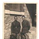 Militaria: DOS OFICIALES DEL BANDO NACIONAL SALIENDO DEL HOSPITAL MILITAR ALEMAN EN BURGOS AÑO 1938 - ORIGINAL. Lote 168472804