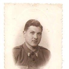 Militaria: FOTOGRAFÍA DE UN MILITAR - FECHADA EN MAYO DE 1942. Lote 168495540