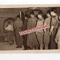 Militaria: SOLDADOS BESANDO LA COLUMNA DEL PILAR. ZARAGOZA. . Lote 168646924