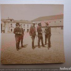 Militaria: FOTOGRAFÍA ANTIGUA ORIGINAL. OFICIALES ÉPOCA ALFONSO XIII (8 X 7 CM). Lote 168791956