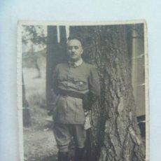 Militaria: GUERRA CIVIL : FOTO ORIGINAL DEL GENERAL FRANCO CON FAJIN Y EMBLEMA FALANGE. Lote 169063424
