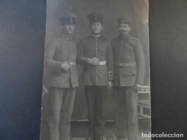 TRES SOLDADOS IMPERIALES ALEMANES POSANDO EN ESTUDIO. II REICH. AÑOS 1914-18 (Militar - Fotografía Militar - I Guerra Mundial)