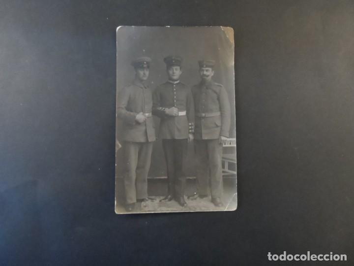Militaria: TRES SOLDADOS IMPERIALES ALEMANES POSANDO EN ESTUDIO. II REICH. AÑOS 1914-18 - Foto 2 - 169209804