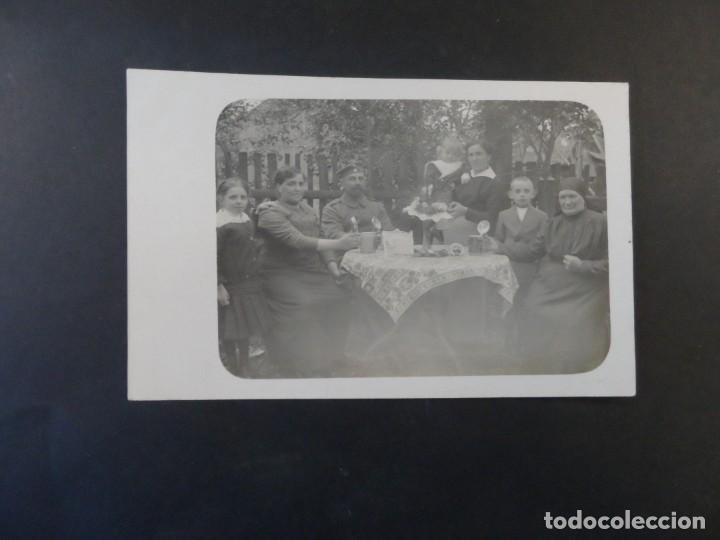 Militaria: SOLDADO IMPERIAL ALEMAN CON SU FAMILIA TOMANDO CERVEZAS. II REICH. AÑOS 1914-18 - Foto 2 - 169213164