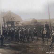Militaria: FOTO ORIGINAL SOLDADOS ALEMANES MARCHANDO I GUERRA MUNDIAL. Lote 169315164