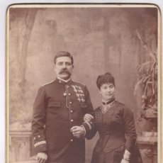 Militaria: MILITAR -EL CAPITÁN JOSÉ SOLÁ Y ESPOSA, AÑO 1886. DATOS REVERSOS, GRAN FOTO 21X38 CM. MORGAN, PARÍS.. Lote 170067984