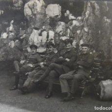 Militaria: SOLDADOS IMPERIALES ALEMANES EN UN BANCO JUNTO A ROCAS. II REICH. AÑOS 1914-18. Lote 170096528