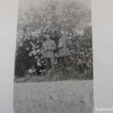 Militaria: SOLDADOS IMPERIALES ALEMANES DE GALA CON RAMOS DE FLORES. II REICH. AÑOS 1914-18. Lote 170101124