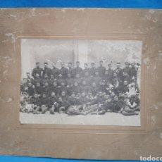 Militaria: ANTIGUA FOTO DE PRINCIPIOS DE SIGLO XIX, ÉPOCA ALFONSINA, GRUPO DE SOLDADOS POSANDO, 17 X 12 CM. Lote 170150997