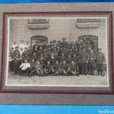 Militaria: FOTO MILITAR, 16 X 11 CM, GRUPO DE MILITARES, ALTOS MANDOS Y CAMAREROS POSANDO, AÑOS 20/30. Lote 170263990