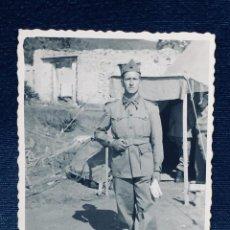 Militaria: FOTOGRAFIA SOLDADO TERCIO MELILLA CEUTA TIENDA AÑOS 40 50 8,5X6,5CMS. Lote 170398744