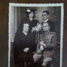 Militaria: FOTOGRAFÍA VETERANO GUERRA CIVIL CON FAMILIA.. Lote 170962953