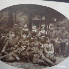 Militaria: SOLDADOS IMPERIALES ALEMANES CONVALECIENTES CON ENFERMERAS. CONDECORACION. II REICH. AÑOS 1914-18. Lote 171452663