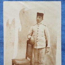 Militaria: FOTO POSTAL SOLDADO UNIFORME RAYADILLO GUERRA CUBA O FILIPINAS. Lote 171751972