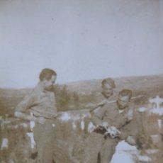 Militaria: FOTOGRAFÍA SOLDADOS DEL EJÉRCITO NACIONAL. ERMITA SAN CLAUDIO 1937. Lote 172373072