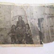 Militaria: FOTOGRAFIA DE UN MILITAR CON UNIFORME - 3 SEÑORITAS - 1941- FOTOGRAFO EMILIO TALAVERA - UBEDA - JAEN. Lote 172387873