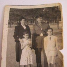 Militaria: FOTOGRAFIA DE UN GUARDIA CIVIL CON UNIFORME Y FAMILIA -1952 - FOTOGRAFO FRANCISCO AGUERO - SEVILLA. Lote 172388044