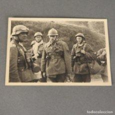 Militaria: HEER. FOTO ORIGINAL DE PRISIONEROS DE GUERRA FRANCESES EN PARIS. ALEMANIA 1939 -1945. Lote 172654274