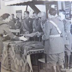 Militaria: FOTOGRAFÍA OFICIAL DEL EJÉRCITO ESPAÑOL. MEDALLA MÉRITO MILITAR INDIVIDUAL. Lote 172956517