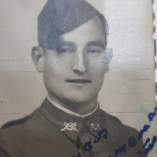 Militaria: FOTOGRAFÍA ANTIGUA JOVEN ESPAÑOL DESPIDIÉNDOSE DE PADRES Y HERMANOS PARA GUERRA 1943. Lote 173654388