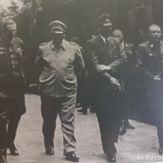 Militaria: FOTOGRAFÍA NAZI HITLER ACOMPAÑADO DE ALTOS MANDOS PASANDO REVISTA SELLADA. Lote 173912025