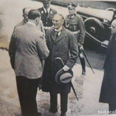 Militaria: FOTOGRAFÍA NAZI HITLER RECIBE A PRESIDENTE SELLADA. Lote 173912652