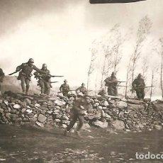 Militaria: FOTOGRAFÍA ORIGINAL HECHA POR NAZIS DEL AVANCE REAL DE LAS TROPAS DE FRANCO EN SOMOSIERRA AÑO 1937. Lote 173925207