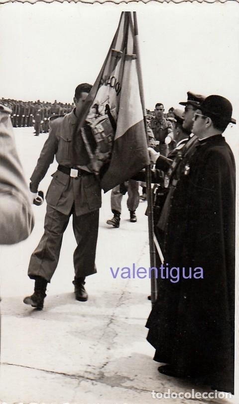 ANTIGUA FOTOGRAFÍA. JURA DE BANDERA DEL EJERCITO DEL AIRE. MANISES, VALENCIA 1957. FF (Militar - Fotografía Militar - Otros)