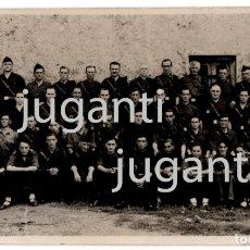 Militaria: FOTO TAMAÑO POSTAL SOLDADOS DE FALANGE DE SANTANDER EN 1938. CASARPHOT (HOY CASARFOTO). VER REVERSO. Lote 174032287
