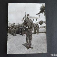 Militaria: FOTOGRAFIA ORIGINAL REY EMÉRITO D. JUAN CARLOS I EN ACADEMIA. Lote 175186898