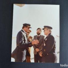 Militaria: REY DON JUAN CARLOS I Y NARCIS SERRA BASE AEREA. Lote 175191389
