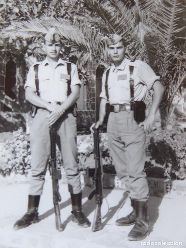 FOTOGRAFÍA CABOS DEL EJÉRCITO ESPAÑOL. MELILLA 1966 (Militar - Fotografía Militar - Otros)