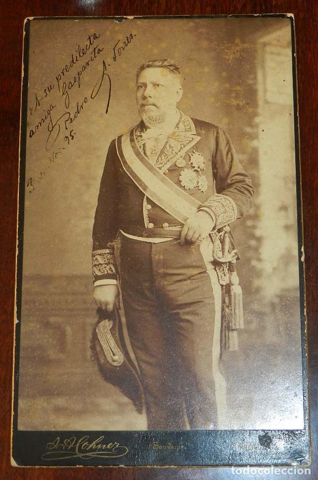 FOTOGRAFIA ALBUMINA DE GENTILHOMBRE, CON UNIFORME DE GALA, FECHADA EN 1895 Y DEDICADA CON LA FIRMA D (Militar - Fotografía Militar - Otros)